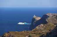 Spain, Balearic Islands, Mallorca, Cap de Formentor, Lighthouse, tourboat - WW04207