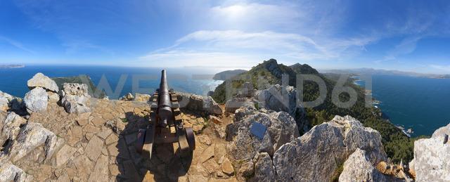 Spain, Balearic Islands, Mallorca, Peninsula Alcudia, Penya del Migdia, View to Alcudia and Pollenca, cannon - WWF04213