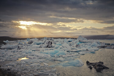 Iceland, South of Iceland, Joekulsarlon glacier lake, icebergs and sunshine through clouds - STCF00531