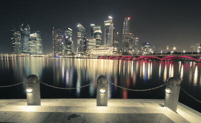 Singapore, Skyline at Marina Bay at night - STCF00555