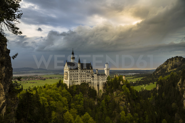 Germany, Bavaria, Neuschwanstein Castle, dramatic cloudy atmosphere - STC00561