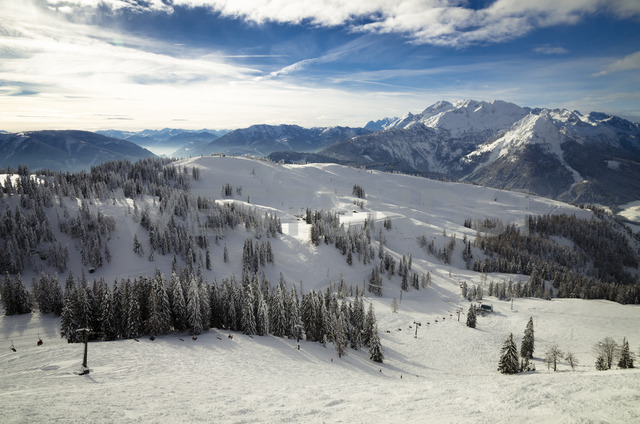 Austria, Salzkammergut, Ski region Dachstein-West, ski lift and ski slope - STCF00582