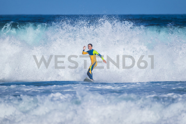 Spain, Tenerife, young surfer - SIPF01943