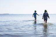 Boys walking in water - FOLF00094