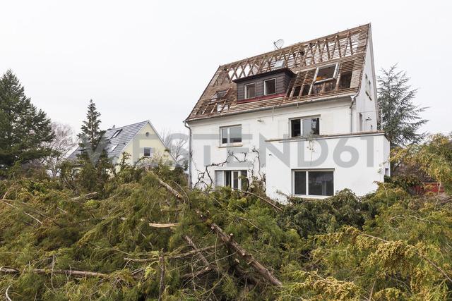 Germany, Stuttgart, demolition of a detached house - WDF04484
