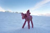 Elk figurine in snow - LBF01865