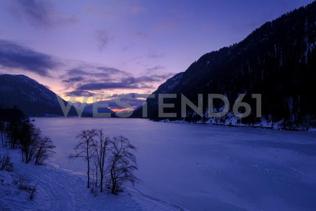 Germany, Bavaria, Isarwinkel, Sylvenstein Dam in winter at sunset - LBF01868