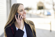 Portrait of happy businesswoman on the phone - JSMF00129