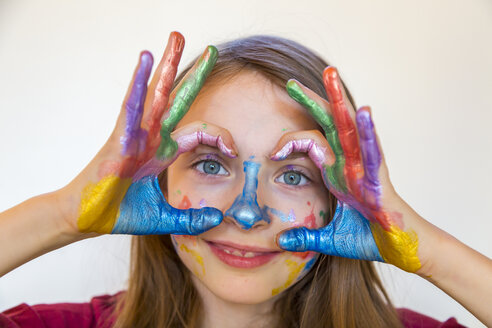 Portrait of smiling girl with finger paints on hands - SARF03619