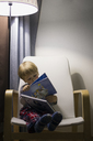Boy reading book - FOLF01459