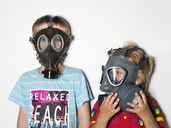 Boys wearing gas masks - FOLF01462