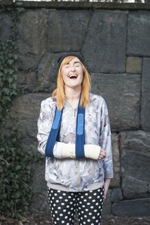 Portrait of woman with broken arm, laughing - FOLF03052