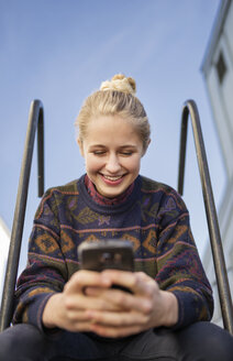 Young woman using phone - FOLF03313
