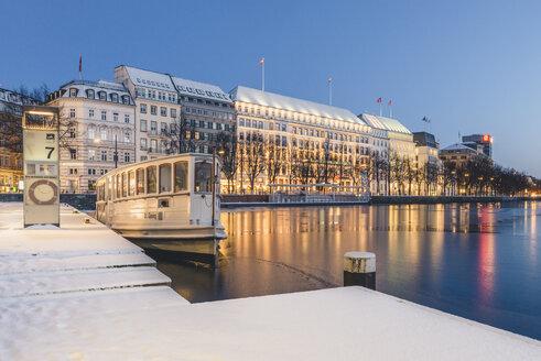 Germany, Hamburg, Inner Alster Lake and tourboat in winter - KEBF00781