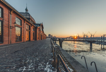 Germany, Hamburg, Altona, fish market hall at sunrise - KEBF00790