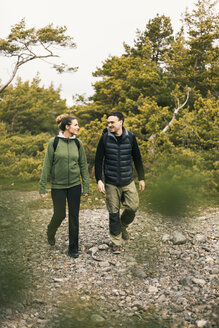 Couple hiking - FOLF04862