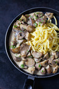 Champignons and king trumpet mushrooms in cream sauce with cheese stripes - CSF29005