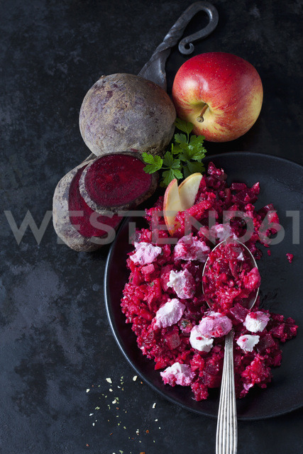 Beetroot salad with durum wheat semolina, apple and soft goat cheese - CSF29014