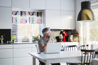 Man with laptop in kitchen - FOLF05219