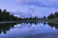 Italy, Veneto, Dolomites, Sexten Dolomites, Lago Antorno at morning twilight with the Sorapiss mountain group in background - RUEF01836
