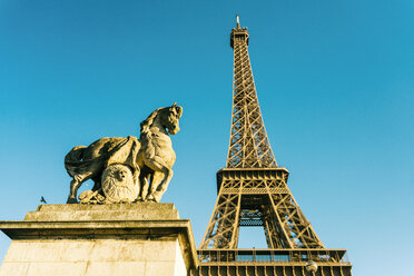 France, Paris, Eiffel Tower and horse sculpture in the foreground - TAMF01006