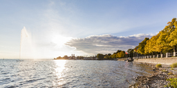 Germany, Baden-Wuerttemberg, Friedrichshafen, Lake Constance, fountain, lakeside promenade and trees in autumn - WDF04518