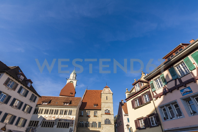 Germany, Baden-Wuerttemberg, Ueberlingen, Hofstatt square with Townhall and St Nicholas' Minster - WDF04539