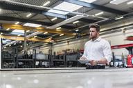 Man using tablet on factory shop floor - DIGF03608
