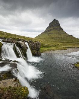Kirkjufellsfoss waterfall and Kirkjufell mountain in Iceland - FOLF05892