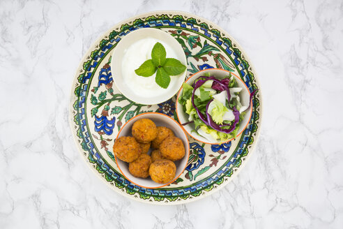 Falafel, salad, red and white cabbage, yogurt sauce with mint - LVF06846