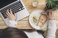 Woman having lunch and using laptop - SKCF00379