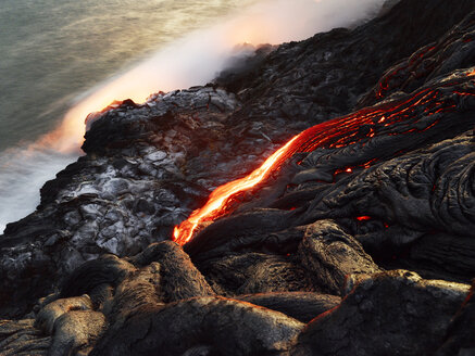 Hawaii, Big Island, Hawai'i Volcanoes National Park, lava flowing into pacfic ocean - CVF00324