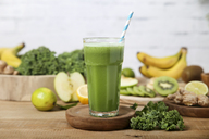Green smoothie surrounded by ingredients - RTBF01127