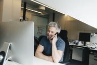 Man at an office desk - FOLF06251