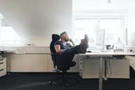 Man at an office desk - FOLF06254