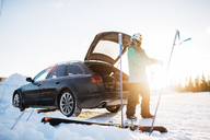 Man by a car with skiing equipment - FOLF06374