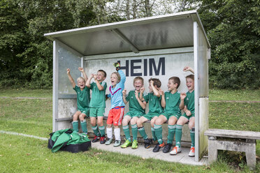 Germany, young football playing cheering - WEST24069
