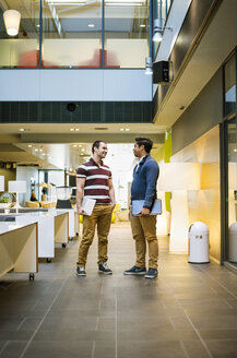 Two students standing in business school lobby - FOLF08824