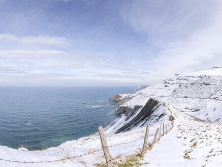 Spain, Basque Country, Zumaia, Ruta del Flysch at the coast in winter - LAF01985