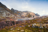 Norway, Lofoten Islands, Henningsvaer, Mountains in autumn - WVF00984