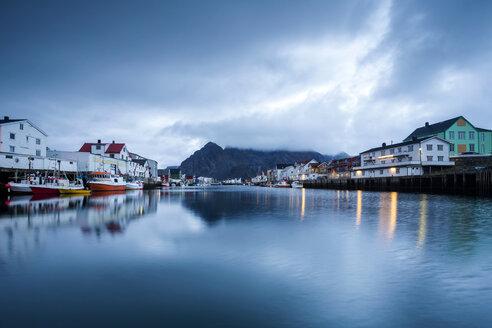 Norway, Lofoten Islands, Henningsvaer in the evening - WVF01002