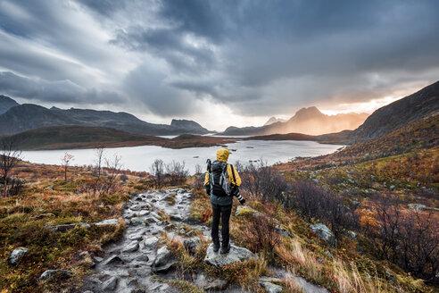 Norway, Lofoten Islands, Hiker on the way to Kvalvika Beach - WVF01014