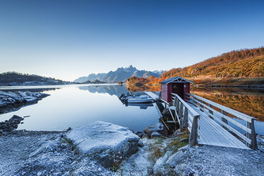 Norway, Lofoten Islands, coast and sea, jetty and boats - WVF01029