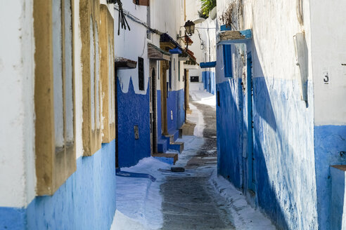 Morocco, Rabat, narrow alley - TAMF01023