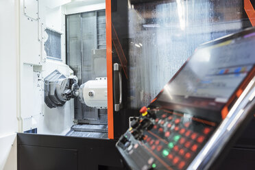 Control and machine in factory - DIGF03659