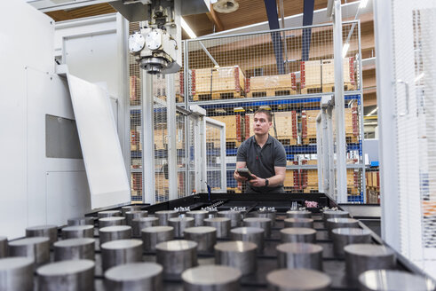 Man operating machine in factory - DIGF03680