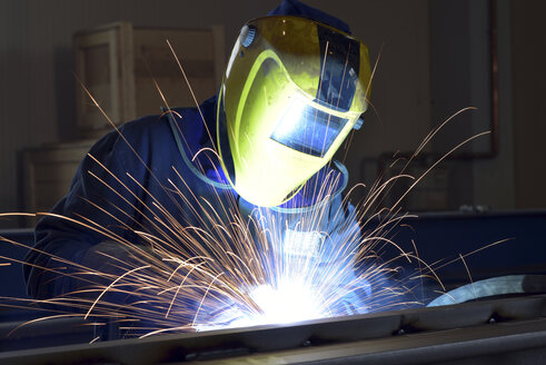 Welder at work in factory - LYF00800