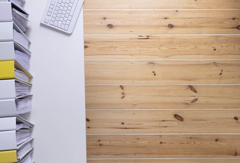 Folder shelfs and keyboard on desk, wooden floor - CMF00793