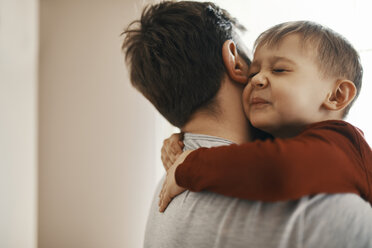 Portrait of toddler hugging his father - ZEDF01310