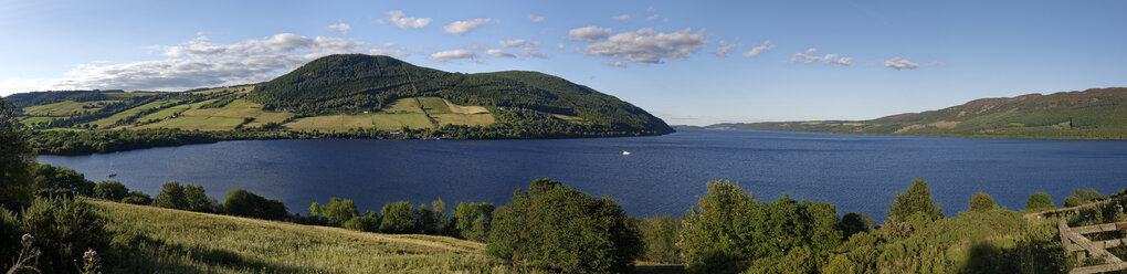United Kingdom, Scotland, Highland, Drumnadrochit, Panoramic view of Loch Ness - LBF01916